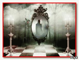 Городские легенды о Кровавой Мэри часто связаны с зеркалами