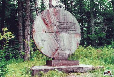 памятник метиориту палласит
