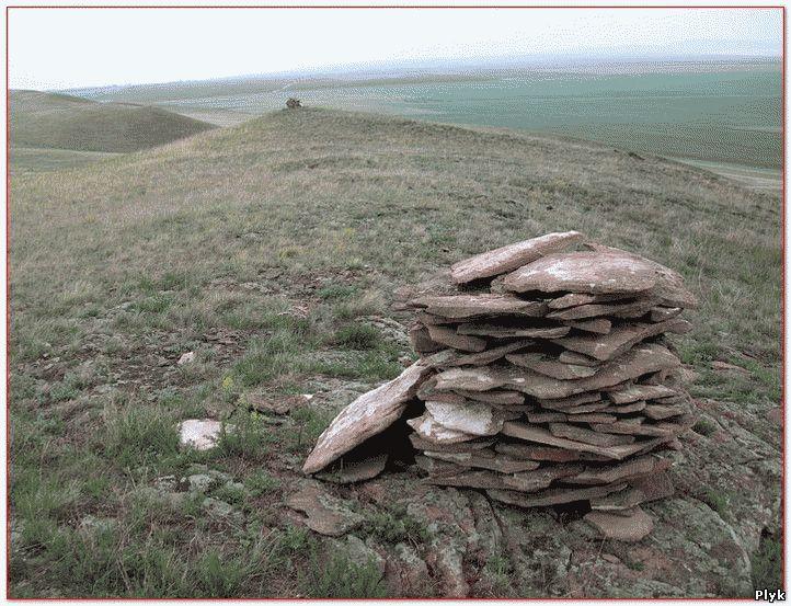 Дома горных духов расположены по гребням гор. Разрушает их только природа