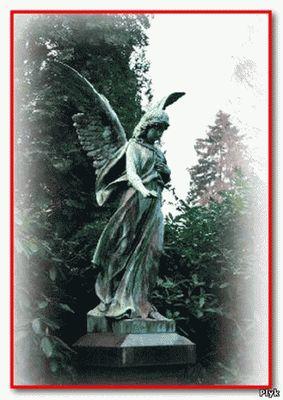 Ангел рядом с блуждающей могилой