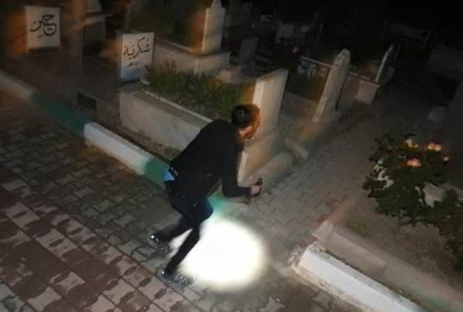 плакальщица на кладбище Чорума